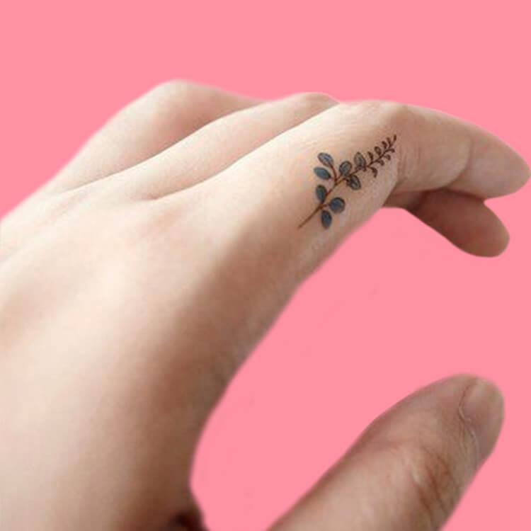 27+ Mini Finger Tattoos For Women Beauty 2019 Trend 3