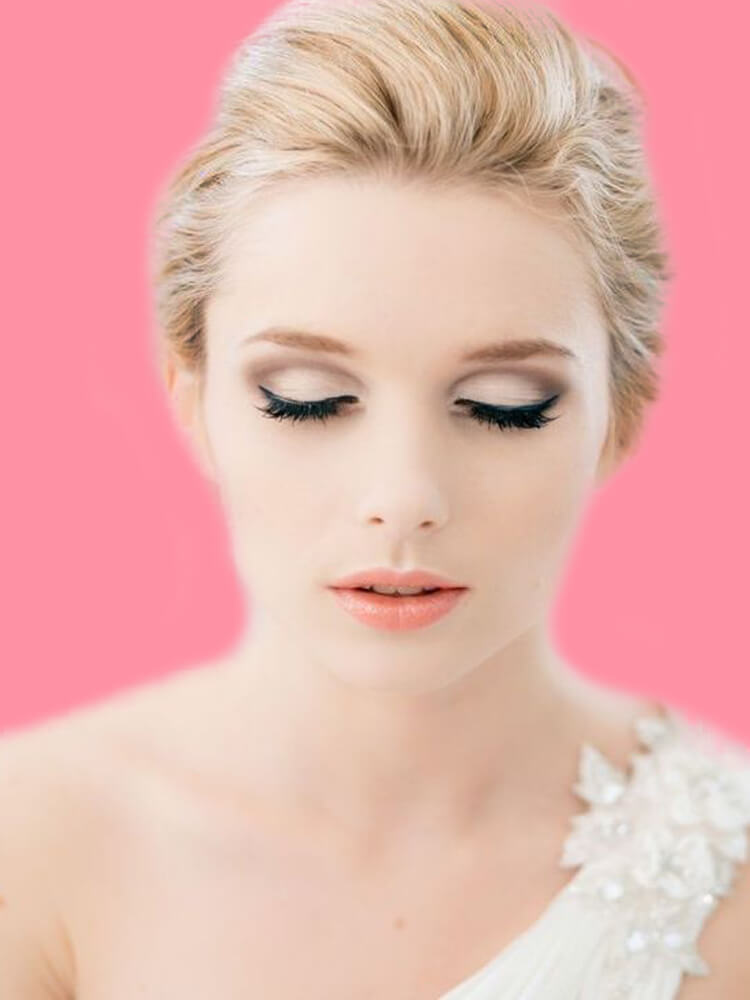 23 + Stunning Wedding Makeups and Hairstyles for Bride to try 13