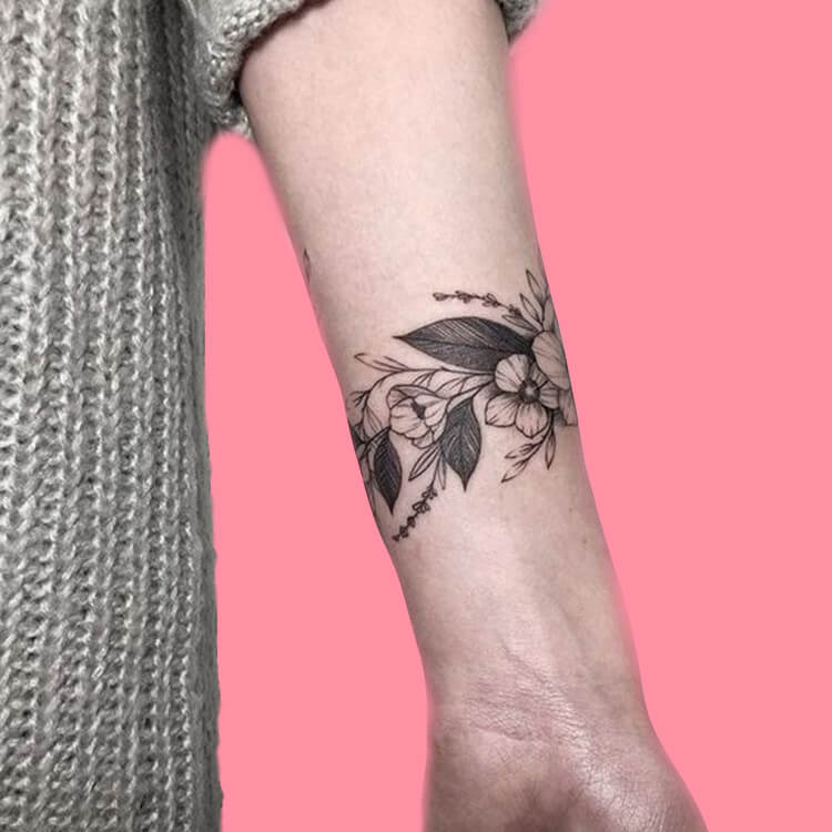 42 Mini Wrist Tattoo Designs to try in this Summer 40