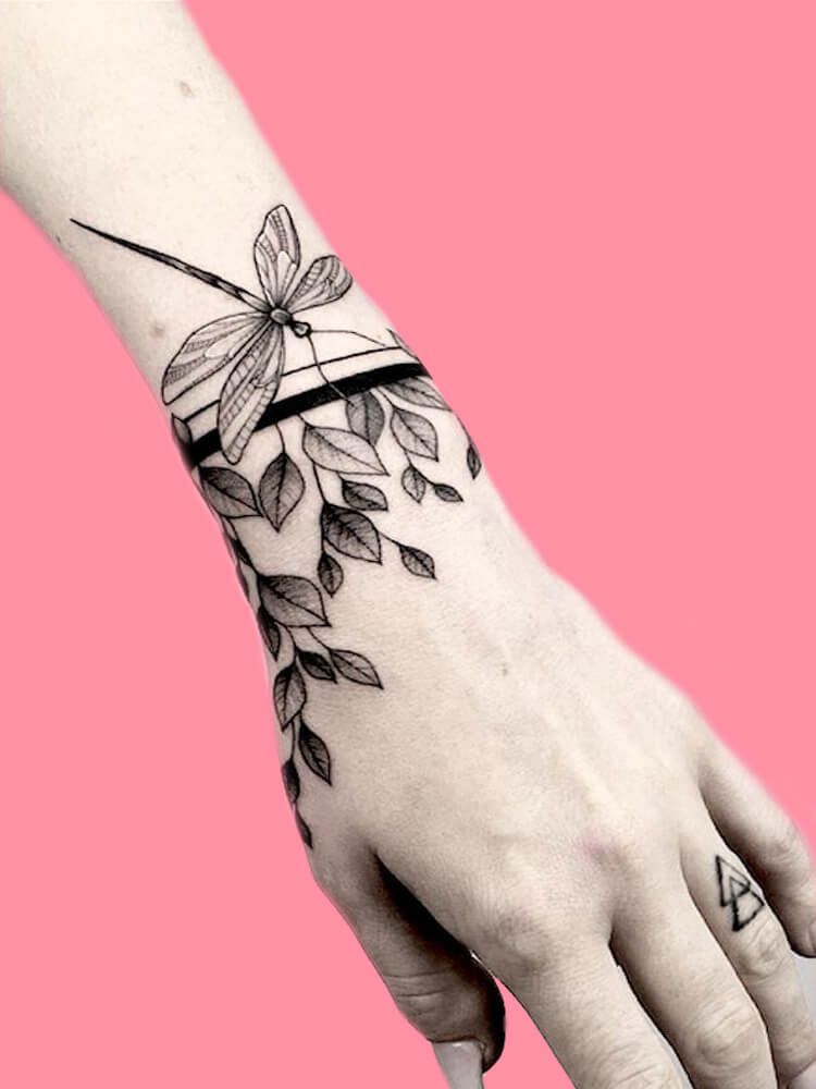 42 Mini Wrist Tattoo Designs to try in this Summer 8