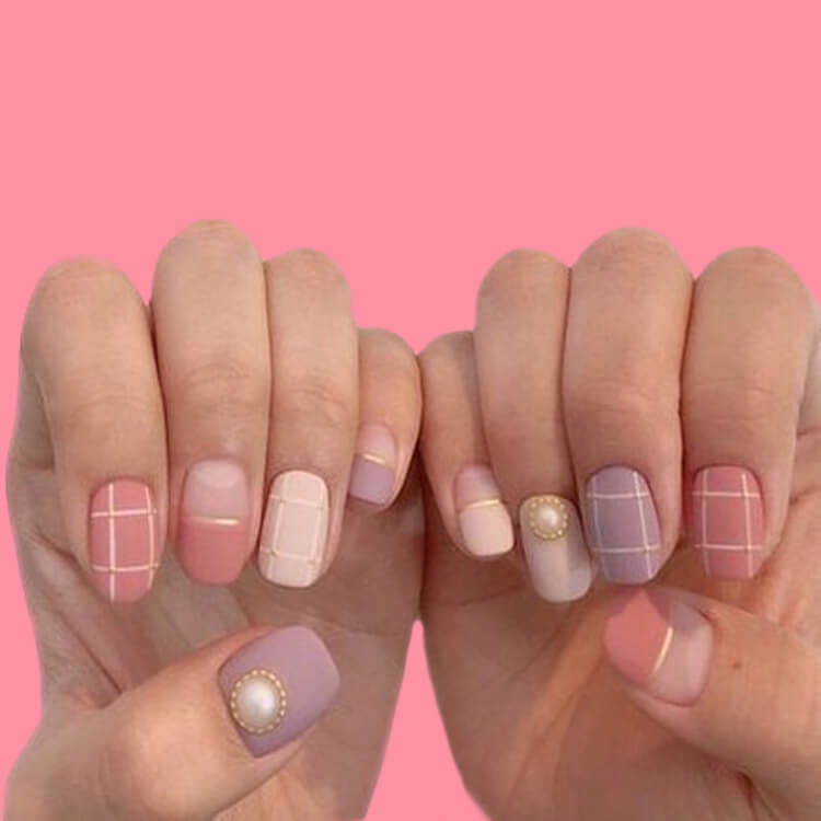 36+ Simple Strips Line Nail Art Designs to try 27