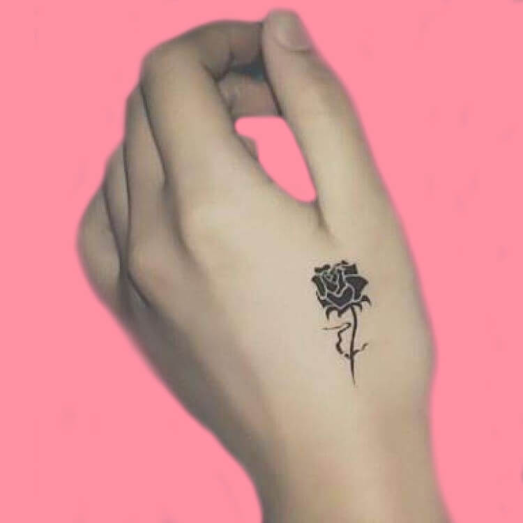 45+ Romantic Rose Tattoo Ideas to try for lady beauty 40