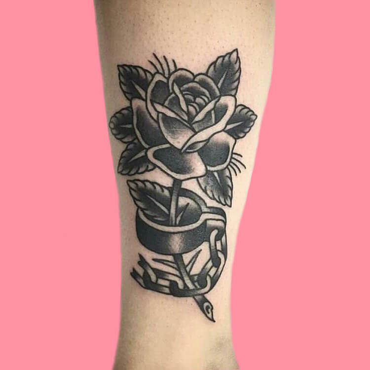 45+ Romantic Rose Tattoo Ideas to try for lady beauty 44