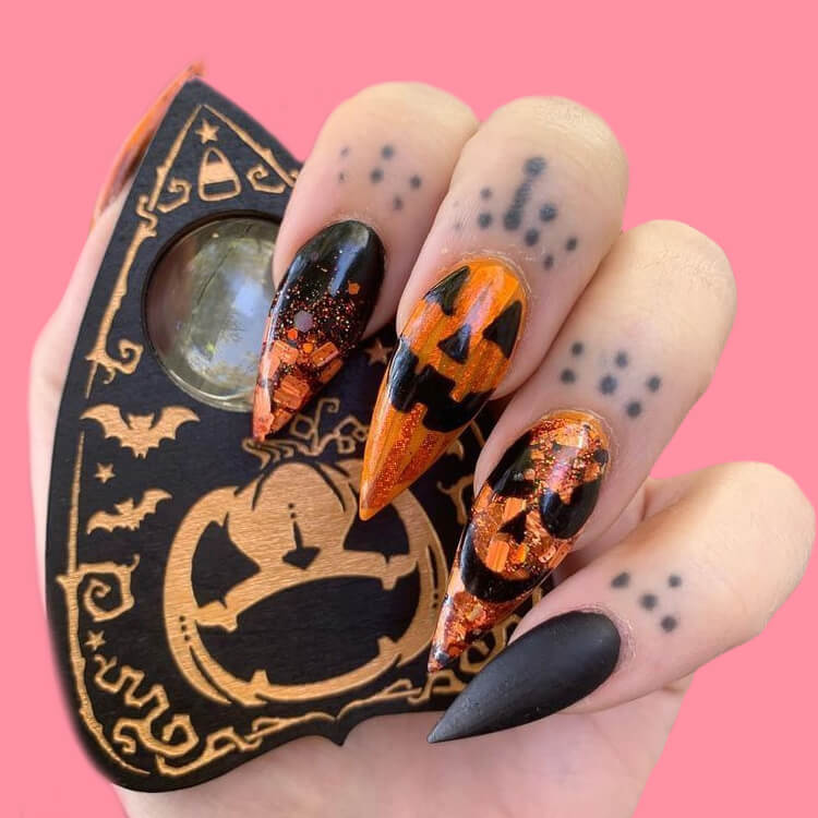 Halloween Nail Art Design 13
