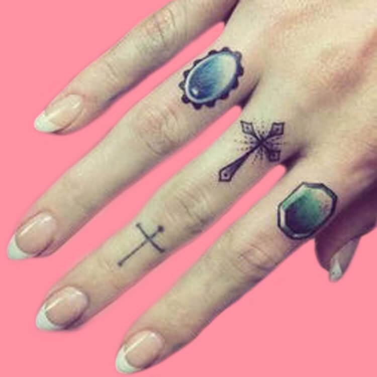 27+ Mini Finger Tattoos For Women Beauty 2019 Trend 37